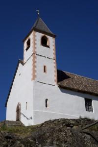 die romanische Kirche St. Hippolyt