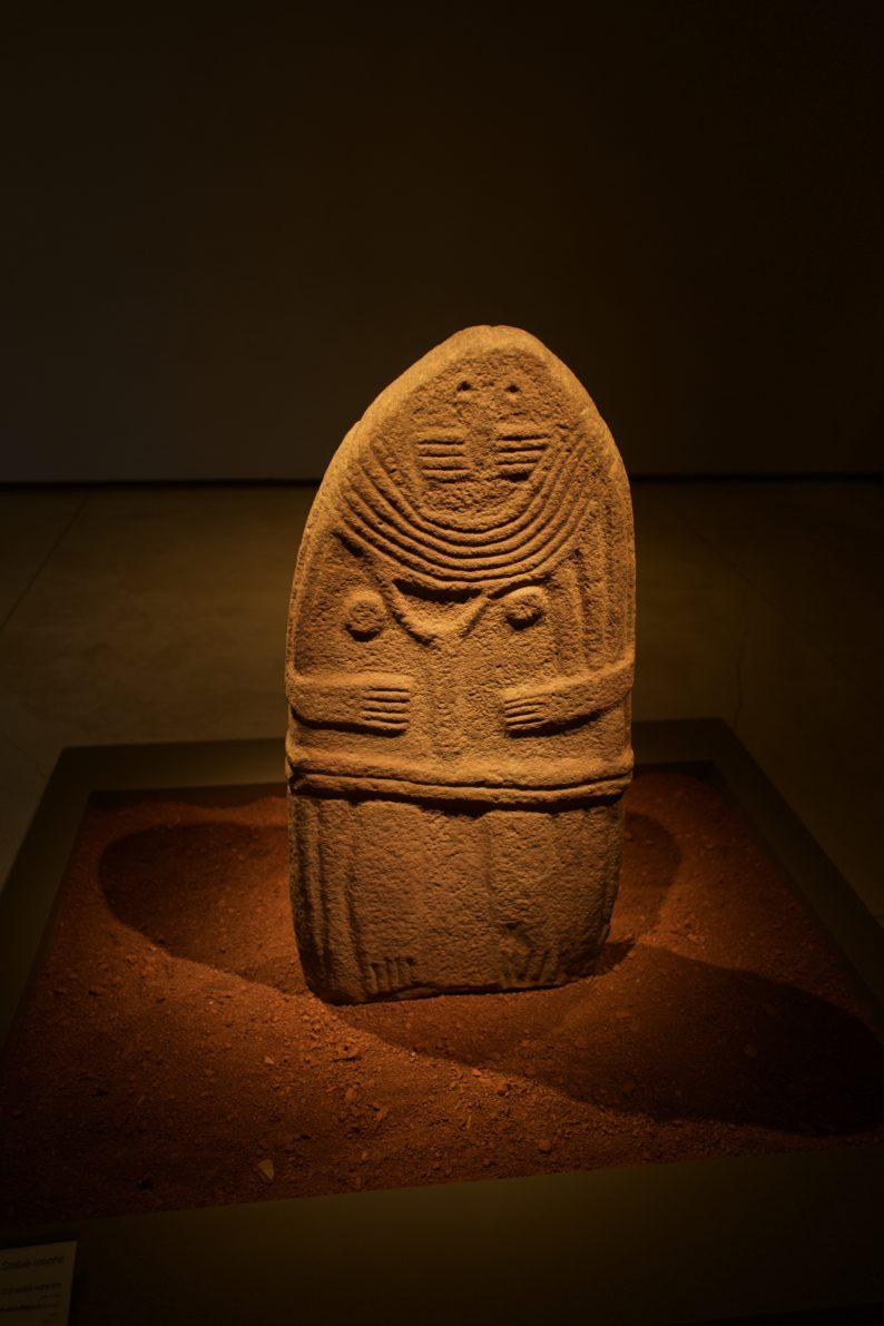 Rodez - Museum Fenaille - Menhir - Frau