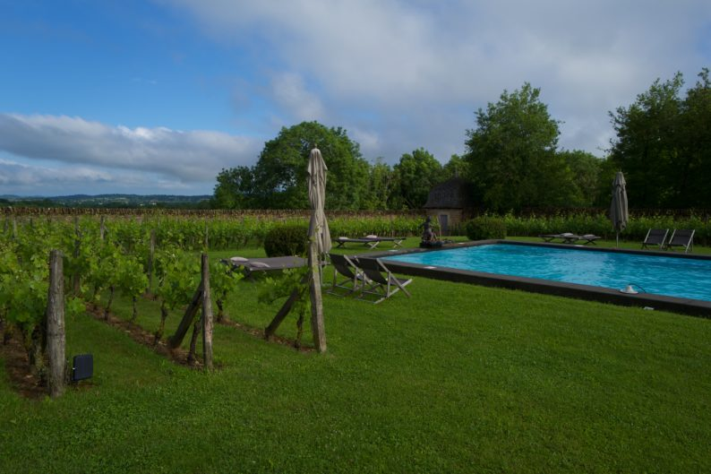 Rodez - Chateau de Labro - Pool mit Weinbergen