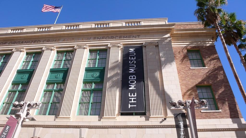 die historische Fassade des Mob Museums