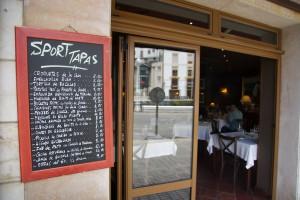 eine simple Bar mit gutem Essen ist die Sportbar am Hafen von Luarca