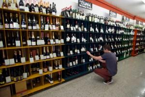 Timm Becker kümmert sich um Weine und Lebensmittel