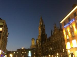Ein früher Oktoberabend am Marienplatz