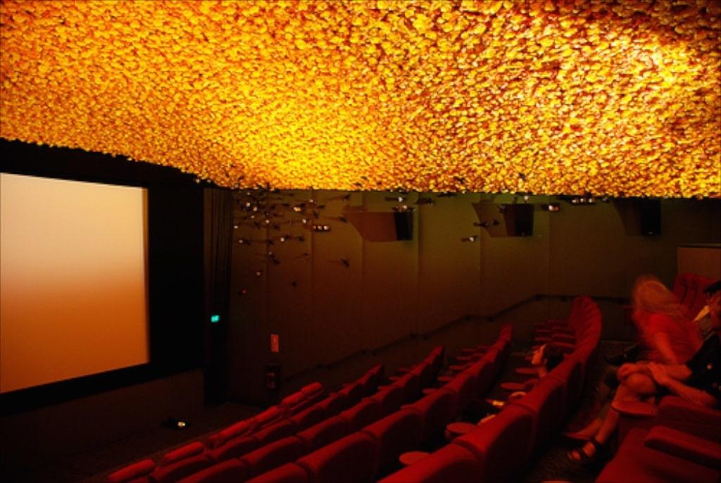 Eine der ungewöhnlich eingerichteten Kinosäle von Katakana Cinema