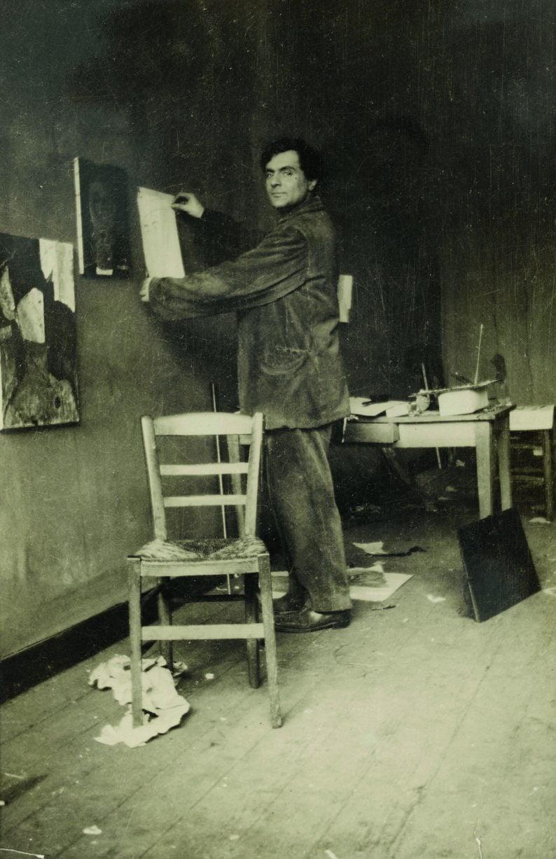 Modigliani in his studio