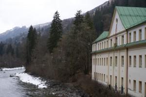 Direkt am Inn steht das ehemalige Badehaus, seit 20 Jahren ein Kulturzentrum.