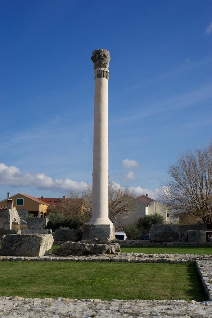 diese Säule wurde wieder aufgerichtet, um die Größe des Tempels zu zeigen.
