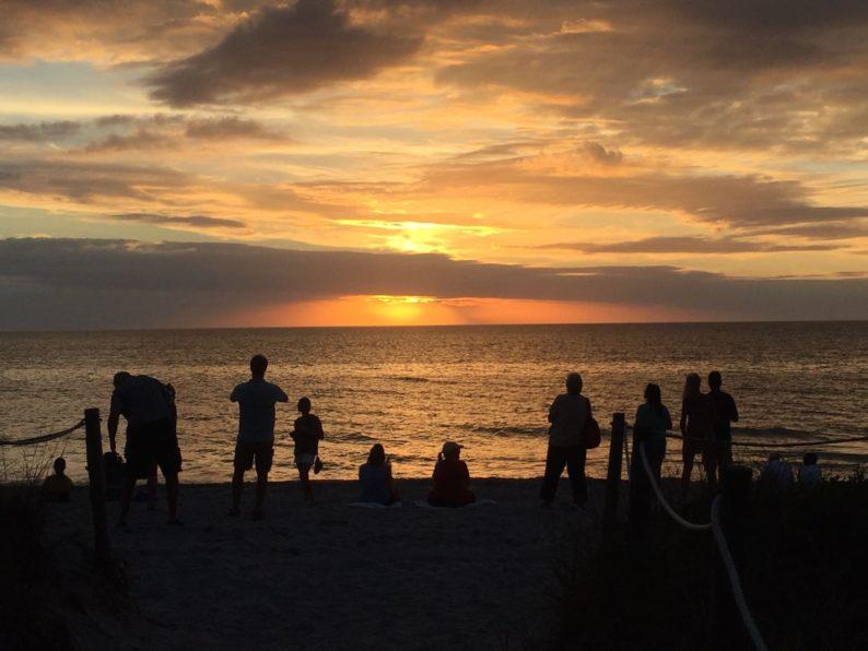 Sonnenuntergang am Strand von Hotel Island Inn Sanibel