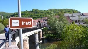 Höchst romantisch windet sich der Fluss Irati durch die Waldlandschaft Irati