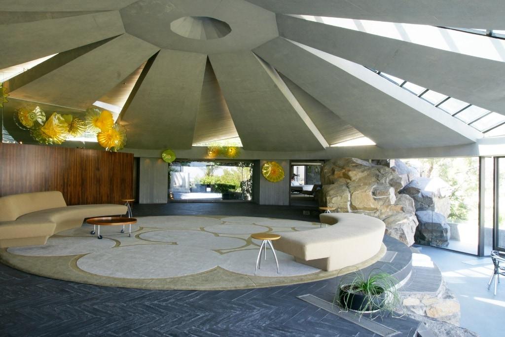 imposantes Foyer des Elrod Hauses, hier spielte auch James Bond in Diamantenfieber.