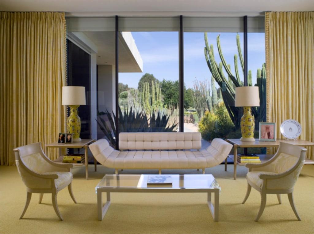 Was für eine elegante Einrichtung im Master Bedroom des Annenberg Estate