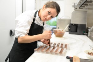 Nathalie Trafoier bei der Zubereitung ihrer Desserts.