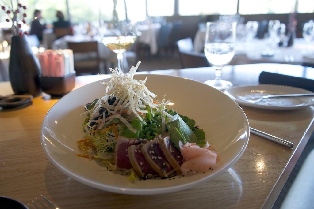 Salat mit Ahi-Tuna im Restaurant Elements