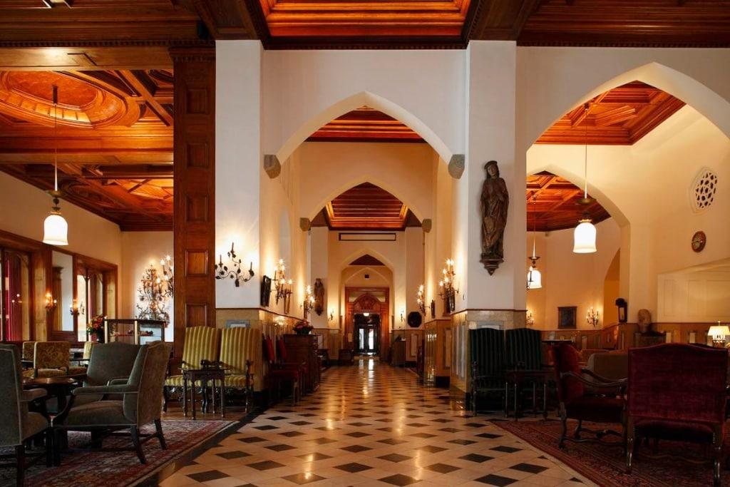 Die Lobby im Badrutts Palace ist ein Treffpunkt der Gesellschaft