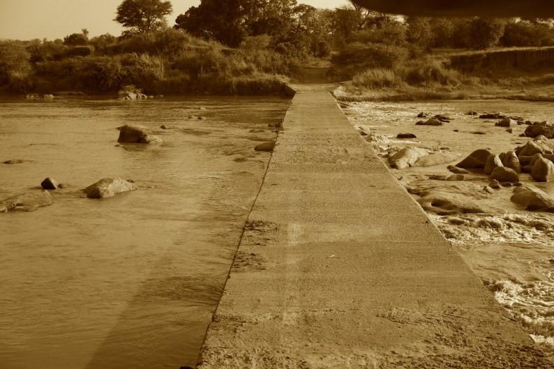 Tanzania - nördliche Serengeti - Brücke über den Mara River