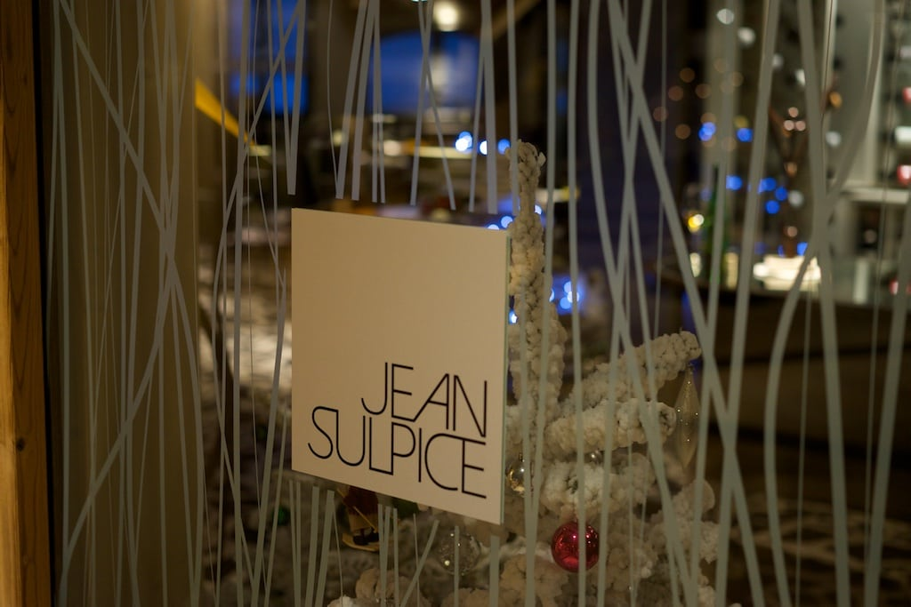 Das ist der Eingang zum Restaurant von Jean Sulpice