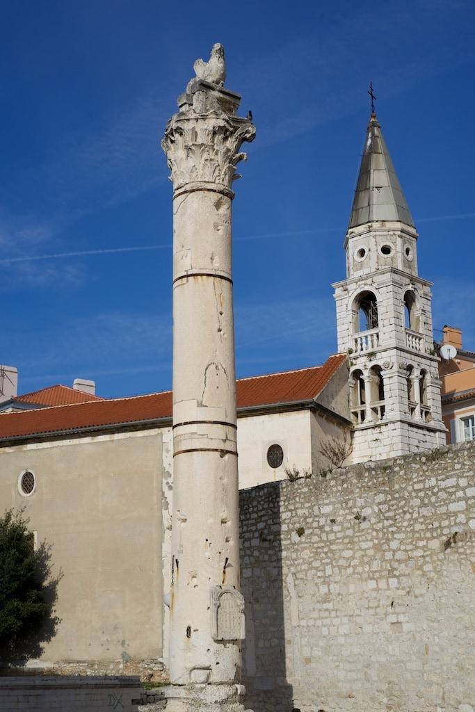 Ein Überrest aus dem ehemaligen Forum ist diese korinthische Säule